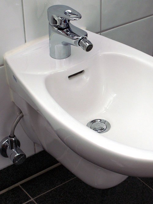 Simple built-in bidet